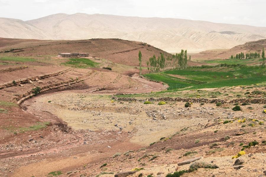 Arroyo en el desierto.
