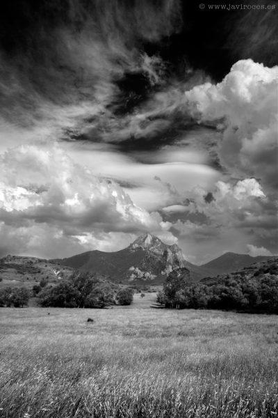 Pico Fontún en blanco y negro.